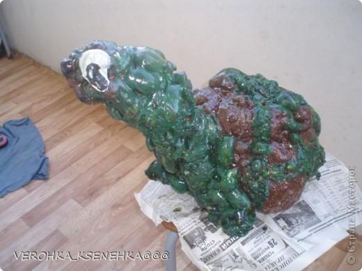 Вот оно мое произведение из коробки пластиковой от торта и строительной пены. фото 3