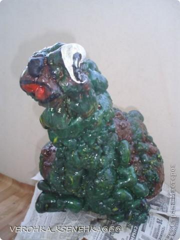 Вот оно мое произведение из коробки пластиковой от торта и строительной пены. фото 4