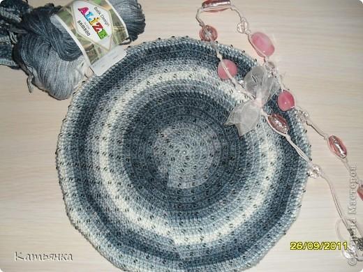 Вот мой первый бисерный беретик, который был задуман для мамы. В планах был еще и шарфик к нему. фото 1