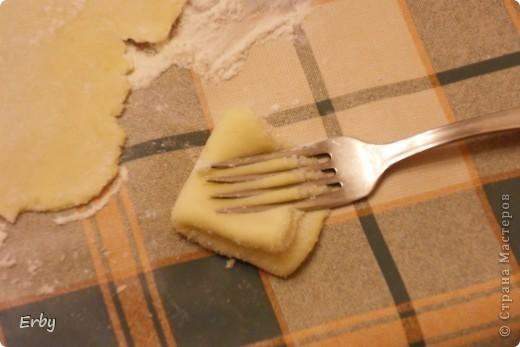 """Хочу поделиться с вами рецептом замечательного печенья,которое  называется """"Гусиные лапки"""". Печенье получается невероятно вкусным, нежным и главное, что его можно делать вместе с детками. Готовится очень быстро и вполне подойдет для праздничного стола.  фото 10"""
