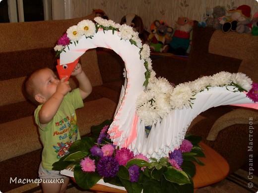 В первые дни сентября нашей семье посчастливилось поучаствовать в городской выставке цветов. А самое главное, было интересно наблюдать за нашим младшим сыном (мы представляли его садик).  фото 1