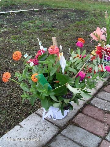 В первые дни сентября нашей семье посчастливилось поучаствовать в городской выставке цветов. А самое главное, было интересно наблюдать за нашим младшим сыном (мы представляли его садик).  фото 4