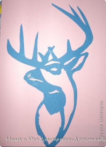 Знакомьтесь - Северный Олень. С тех пор как пронесся о нем слух в ближайшем заповеднике, нет покоя молоденьким лесным оленям и косулям.  Все мечтают быть похожим на него - гордым, свободным, красивым!  фото 1