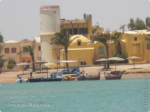 Думаю что Египтом не удивишь никого. Да и, после революции, страна не та! Не стала даже выставлять Хургаду.... Что всегда восхищает-это Красное море и природа.  Вот решила поделится красотой, которая запомнилась мне. На этой фотографии не я, приятельница!  я так и не опустилась с аквалангом. Но красота............ фото 23