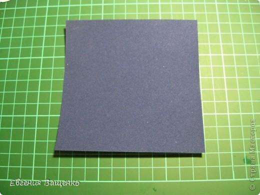 Новый год, конечно, не завтра, но готовиться к нему я уже начала =) Сделала открытку и подумала, что кому-нибудь может пригодиться моя идея. Выкладываю на ваш суд свой мастер-класс.  Итак, нам понадобится: 1 лист голубой бумаги для пастели, 1 лист синей бархатной бумаги, клей ПВА, клей Момент, белая краска или штрих, поролон (я взяла в коробке из-под обуви), 3 пакетика с впитывающими влагу шариками (взяла там же), но можно заменить на бисер, фломастеры, ластик и хорошее настроение =) фото 20