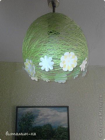 Заехали на съемную квартиру, а там на потолке только голые лампочки болтаются, вот, решила обойтись бюджетным вариантом. Это в спальне. фото 1