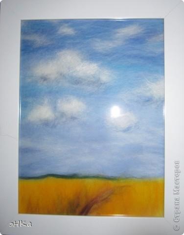 Эта картина может служить интересным подарком, при этом на создание требуется немного времени и средств. Сюжет - бескрайнее русское пшеничное поле и летнее небо над ним.  Размер работы 18х24 см. фото 1