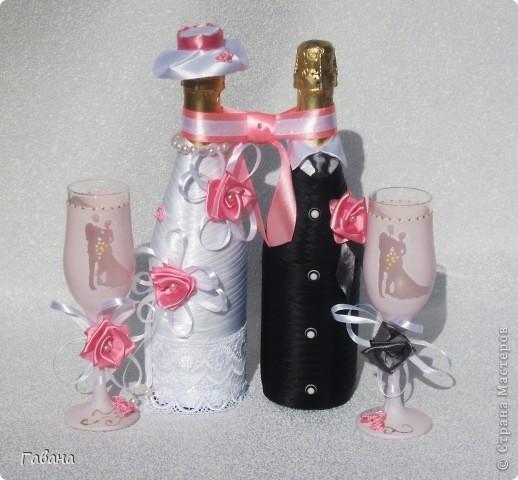вот собственно и весь набор : бутылки,бокалы для молодых и свидетелей, свечи,замок и казна. фото 3