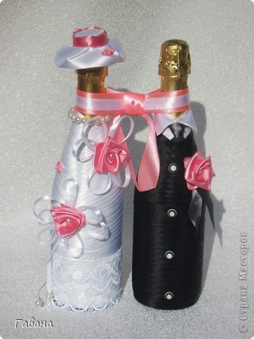 вот собственно и весь набор : бутылки,бокалы для молодых и свидетелей, свечи,замок и казна. фото 2