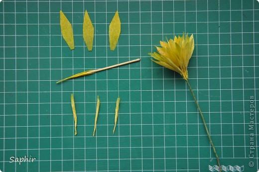 Сегодня сделались вот такие цветочки. Всё началось с того, что у меня появилась гофробумага, да не простая, а радужной расцветки.  фото 6