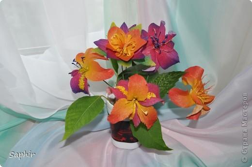 Сегодня сделались вот такие цветочки. Всё началось с того, что у меня появилась гофробумага, да не простая, а радужной расцветки.  фото 1