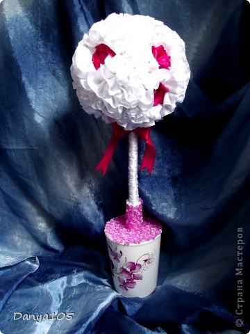 Я и безумно давно хотела сделать дерево из лент. А тут такой случай. Собственная свадьба. И я 3 дня делала его, но сделала и была безумно счастлива фото 5