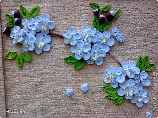 Здравствуйте!Хочу показать небольшую работу,которая называется цветение вишни.Ну вот,осень на дворе-а у меня весна!Работа небольшая,извините за качество фото.В жизни она не такая яркая,и смотрится мило)) фото 2