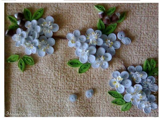 Здравствуйте!Хочу показать небольшую работу,которая называется цветение вишни.Ну вот,осень на дворе-а у меня весна!Работа небольшая,извините за качество фото.В жизни она не такая яркая,и смотрится мило)) фото 3