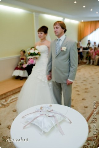 Свадебная бутылочка, бокалы и подушечка для колец. На свадьбу сестричке. фото 9