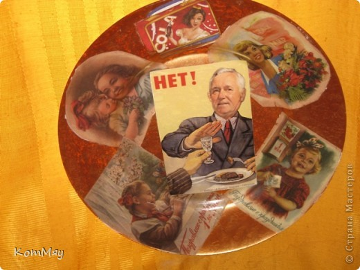 Начну, как всегда, с конца. Срочно понадобился подарок коллекционеру тарелок - любителю всего советского, мужу моей подруги, у которого случился День рождения... НА этот случай у меня уже была заготовлена стеклянная тарелочка и декупажная карта со старыми советскими открытками.  А муж сделал фотоколлаж именинника - дружеский шарж. Объединили наши усилия, а заодно и в первый раз попробовала обратный декупаж. Мужу понравилось, мне - нет. Знаю, как надо было переделать, НО нет времени - раз, нет больше такой карты - два,  да и не хочется пока - приболела слегка... фото 2