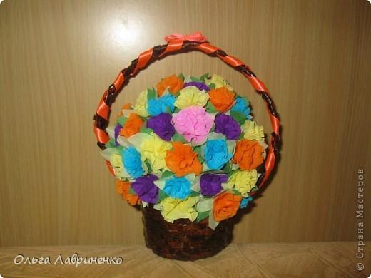Веселенькая корзинка роз на День учителя!