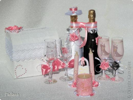 вот собственно и весь набор : бутылки,бокалы для молодых и свидетелей, свечи,замок и казна. фото 1