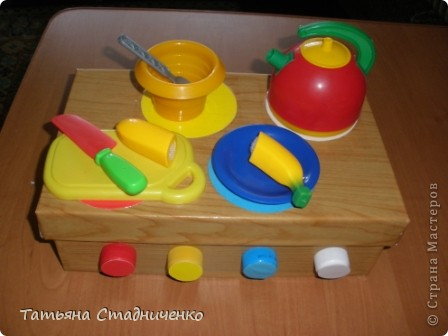 Вот сделала  дочке плиту для игр,внутрь можно складывать посудку. фото 1