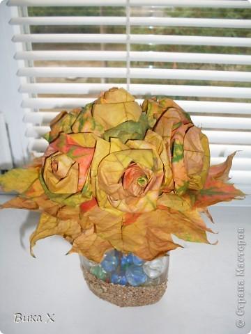 Розы из листьев клёна фото 3