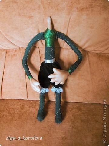 Эта кукла сделана по мотивам эльфа Елены Лаврентьевой. Я попробовала сделать что-то на проволочном каркасе. И вот что получилось. фото 3