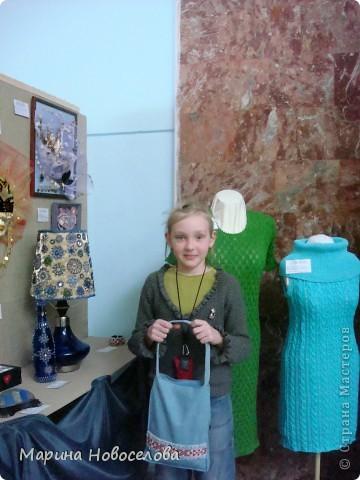 На выставке детского творчества фото 2