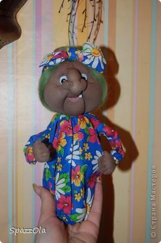 """Сшила за 3 часа. Пришла вчера на каток, села в уголок, стала шить куклу на заказ. Тут подошла мама партнерши и говорит: """"Надо сшить Ягу на конкурс, срочно к понедельнику должно быть все готово! Ступу и избушку буду ваять в выходные на даче. Выручай! Кукла была отложена в сумку, начала шить Ягу, вот что получилось. фото 1"""