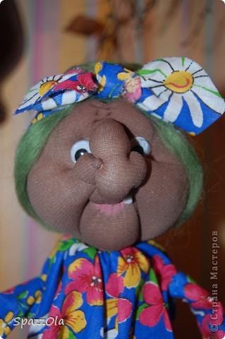 """Сшила за 3 часа. Пришла вчера на каток, села в уголок, стала шить куклу на заказ. Тут подошла мама партнерши и говорит: """"Надо сшить Ягу на конкурс, срочно к понедельнику должно быть все готово! Ступу и избушку буду ваять в выходные на даче. Выручай! Кукла была отложена в сумку, начала шить Ягу, вот что получилось. фото 3"""