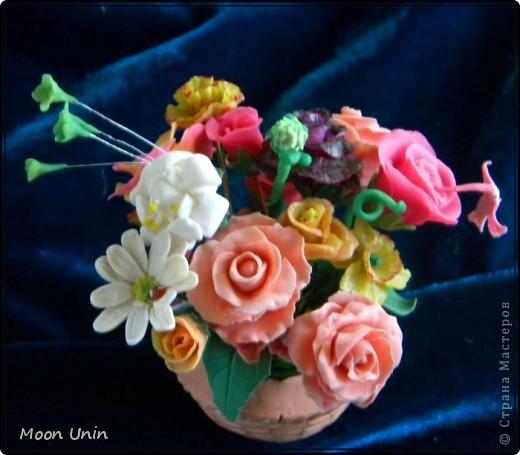По мере освоения лепки набрались отдельные цветочки, которые я решила собрать в один букет. фото 3
