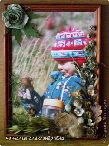 чтобы не портить клеем фотографию, приклеиваем весь флористический материал на стекло клеем ПВА, иногда двусторонним скотчем фото 1