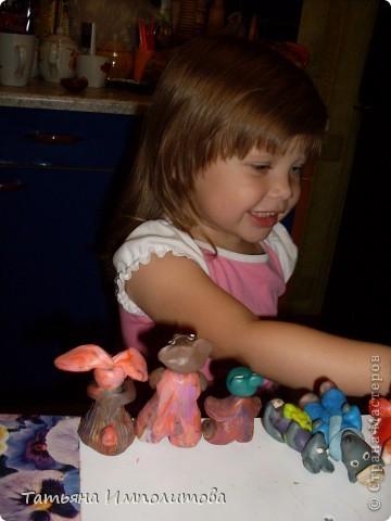Строго не судите,скульптор из меня плохой,но дети с удовольствием играют моими лепилками. Софие захотелось устроить бал и появились эти барышни  фото 5