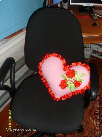 На Руси первыми подушками были «думки», которые использовались для украшения комнат. Сейчас подушки «думки» заменились на современные диванные подушки. фото 2