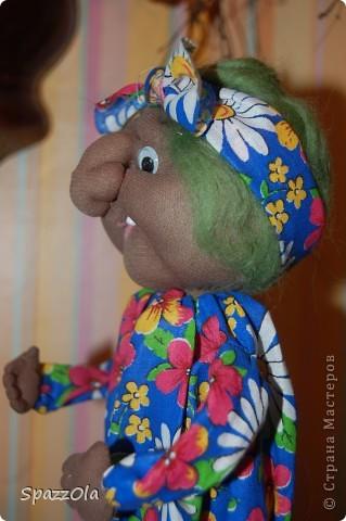 """Сшила за 3 часа. Пришла вчера на каток, села в уголок, стала шить куклу на заказ. Тут подошла мама партнерши и говорит: """"Надо сшить Ягу на конкурс, срочно к понедельнику должно быть все готово! Ступу и избушку буду ваять в выходные на даче. Выручай! Кукла была отложена в сумку, начала шить Ягу, вот что получилось. фото 4"""