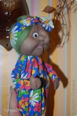 """Сшила за 3 часа. Пришла вчера на каток, села в уголок, стала шить куклу на заказ. Тут подошла мама партнерши и говорит: """"Надо сшить Ягу на конкурс, срочно к понедельнику должно быть все готово! Ступу и избушку буду ваять в выходные на даче. Выручай! Кукла была отложена в сумку, начала шить Ягу, вот что получилось. фото 5"""