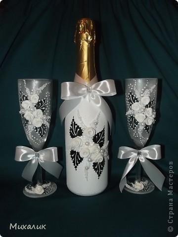 """Здравствуйте, дорогие мастерицы! Недавно делала с таким узором бокалы и свечу. Теперь сделала с """"продолжением"""": бокалы, свечу, бутылку, тарелочку под свечу и рамку. Выставляю на Ваш суд. фото 3"""