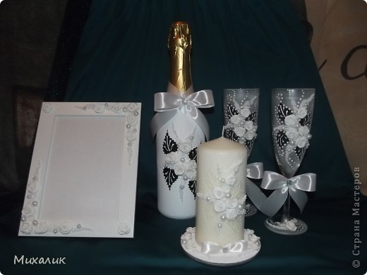 """Здравствуйте, дорогие мастерицы! Недавно делала с таким узором бокалы и свечу. Теперь сделала с """"продолжением"""": бокалы, свечу, бутылку, тарелочку под свечу и рамку. Выставляю на Ваш суд. фото 1"""