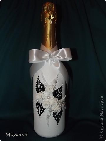 """Здравствуйте, дорогие мастерицы! Недавно делала с таким узором бокалы и свечу. Теперь сделала с """"продолжением"""": бокалы, свечу, бутылку, тарелочку под свечу и рамку. Выставляю на Ваш суд. фото 2"""