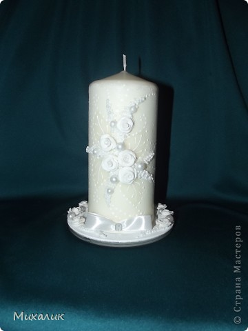 """Здравствуйте, дорогие мастерицы! Недавно делала с таким узором бокалы и свечу. Теперь сделала с """"продолжением"""": бокалы, свечу, бутылку, тарелочку под свечу и рамку. Выставляю на Ваш суд. фото 5"""