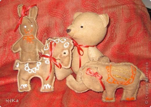 Вчера провела 5 часов на мастер классе Ирины Еремчук. Делали ароматизированные объемные игрушки и игрушки-пряники. Этот Медвежонок  пахнет корицей и ванилью. Прямо Новогоднее настроение на заказ. фото 5