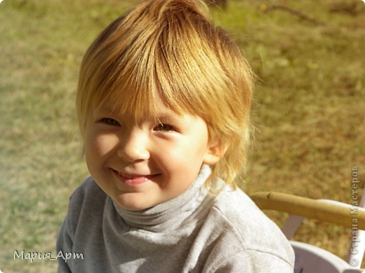 Это мелкое шкодное чудище - моя сестра Тоха) Поверить не могу, что ей уже пять лет! Вроде бы только недавно пеленала, а уже такая больша фото 1