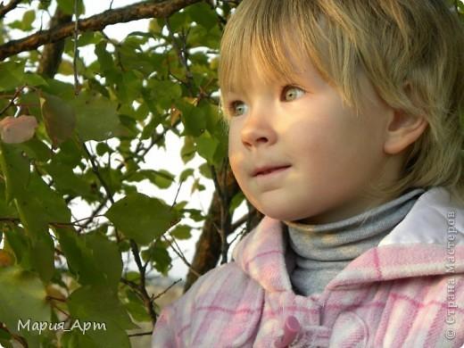 Это мелкое шкодное чудище - моя сестра Тоха) Поверить не могу, что ей уже пять лет! Вроде бы только недавно пеленала, а уже такая больша фото 3