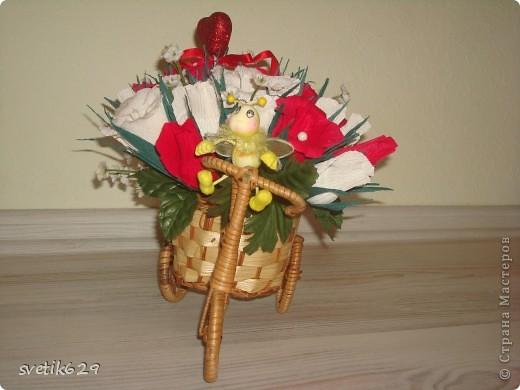 Едет муха на базар цветочки продавать))) Сделала в подарок для знакомой. фото 1