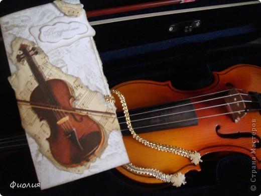 Сегодня готовили подарки для учителей. Для нашей любимой учительнице по музыке сделала вот такую открыточку-шоколадницу. фото 1