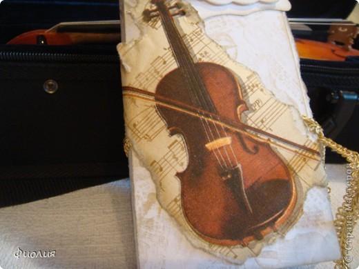 Сегодня готовили подарки для учителей. Для нашей любимой учительнице по музыке сделала вот такую открыточку-шоколадницу. фото 3