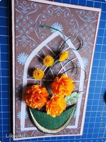 Это вовсе не открытка, так что не пугайтесь. Просто я сделала   некий макет, а смотреть мы будем процесс изготовления  вот таких бархатцев.  Скоро они замерзнут, а пока они есть, можно их и делать. Разумеется, таким способом можно делать не только такие цветочки, а совершенно разные. Все зависит от того, какой шаблон цветка вы выберете. фото 1