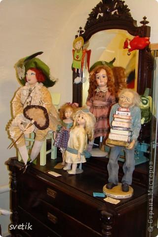 """Выбирая куда пойти с детьми, нашли адрес этой галереи. В комментария было написано:""""Если  мне тоскливо или плохое настроение, я всегда прихожу в эту галерею. Здесь можно не только посмотреть, но и купить куклы""""  Вот и мы отправились сюда, после очередного музея...  фото 3"""
