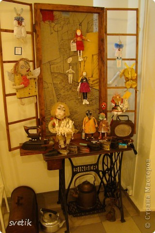 """Выбирая куда пойти с детьми, нашли адрес этой галереи. В комментария было написано:""""Если  мне тоскливо или плохое настроение, я всегда прихожу в эту галерею. Здесь можно не только посмотреть, но и купить куклы""""  Вот и мы отправились сюда, после очередного музея...  фото 41"""