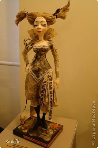 """Выбирая куда пойти с детьми, нашли адрес этой галереи. В комментария было написано:""""Если  мне тоскливо или плохое настроение, я всегда прихожу в эту галерею. Здесь можно не только посмотреть, но и купить куклы""""  Вот и мы отправились сюда, после очередного музея...  фото 43"""