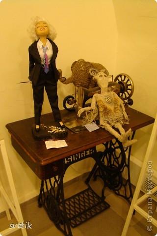 """Выбирая куда пойти с детьми, нашли адрес этой галереи. В комментария было написано:""""Если  мне тоскливо или плохое настроение, я всегда прихожу в эту галерею. Здесь можно не только посмотреть, но и купить куклы""""  Вот и мы отправились сюда, после очередного музея...  фото 59"""