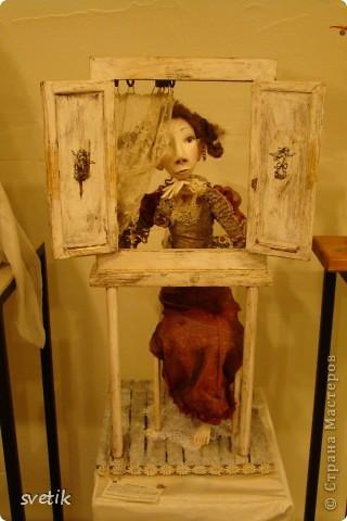 """Выбирая куда пойти с детьми, нашли адрес этой галереи. В комментария было написано:""""Если  мне тоскливо или плохое настроение, я всегда прихожу в эту галерею. Здесь можно не только посмотреть, но и купить куклы""""  Вот и мы отправились сюда, после очередного музея...  фото 60"""